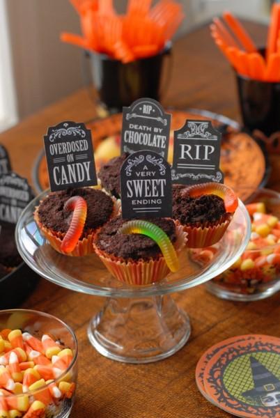 boulderlocavore.com-graveyard-cupcakes-7291-402x600