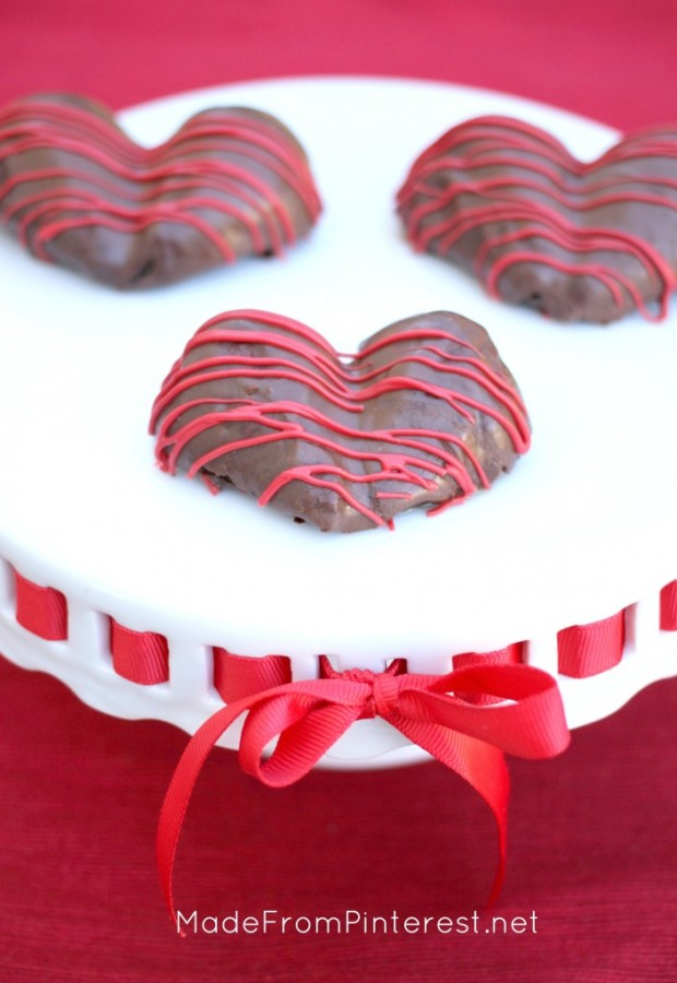 Heart-Shaped-Chocolate-Strawberries-perfect-for-sharing2-705x1024